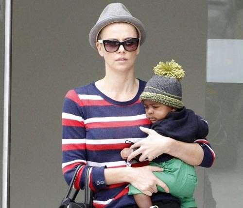 noticias cambio de look de Charlize Theron
